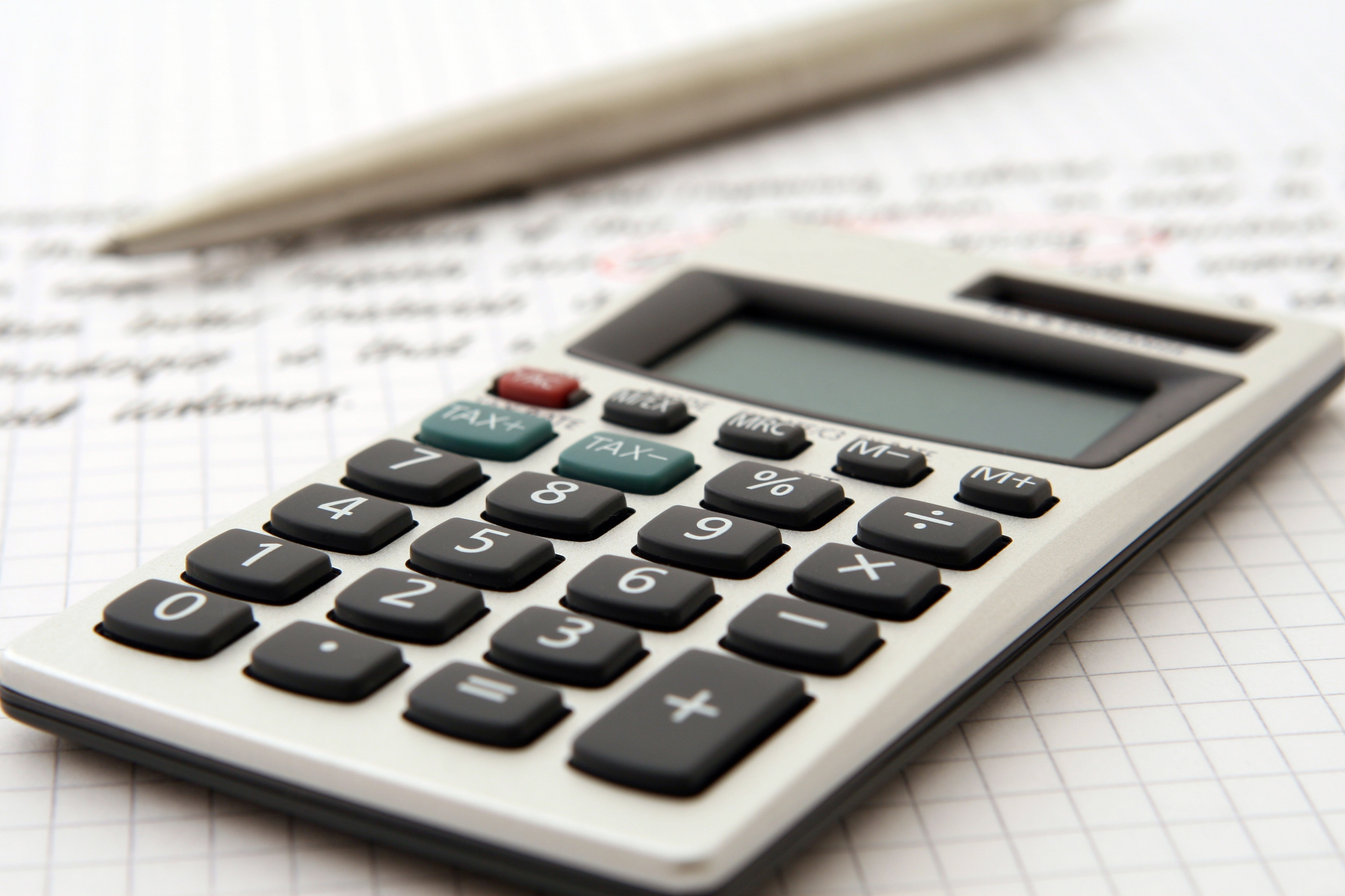 3 Reasons Why You Should Use a Bookkeeper & Accountant